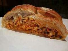 Baked Spaghetti in Garlic Bread