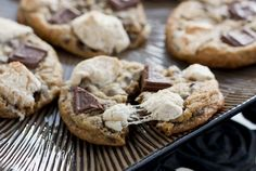 Sweet Tooth: S'mores Cookies... I am determined to make a vegan version of this
