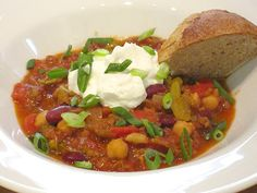 A chili for all seasons! Veggie Chili, Yummy Veggie, Vegetarian Chili, Vegetarian Recipes, Healthy Recipes, Delicious Recipes, Slow Cooker Recipes, Crockpot Recipes, Easy Eat
