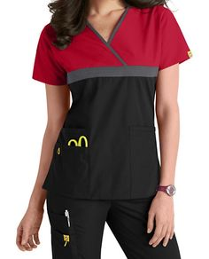 WonderWink Scrubs top features a y neckline with contrast Black trim, a solid Yellow top and a Pewter bottom half. Scrubs Outfit, Scrubs Uniform, Stylish Scrubs, Black Scrubs, Medical Scrubs, Nursing Clothes, Uniform Design, Work Shirts, Scrub Tops