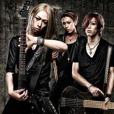 Gyze (l-r-Ryoji (G-Vo),Shuji (Dr),Aruta (B-Vo)