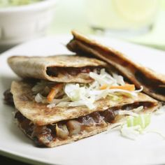 a great alternative to regualr quesadillas ! Barbecue Portobello Quesadillas - This smoky mushroom-filled quesadilla is reminiscent of pulled pork. A touch of chipotle chile pepper adds extra heat. Serve with coleslaw and guacamole. Healthy Dinners For Two, Meals For Two, Easy Meals, Lunch Recipes, Vegetarian Recipes, Healthy Recipes, Dinner Recipes, Diabetic Recipes, Veggie Recipes