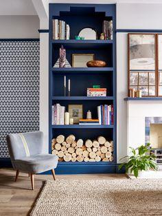 Pringle & Pringle bespoke shelves Condo Remodel, Living Room Remodel, Helle Wallpaper, Home Interior, Interior Design, Cheap Bathroom Remodel, Bathroom Remodeling, Bright Wallpaper, Sofas