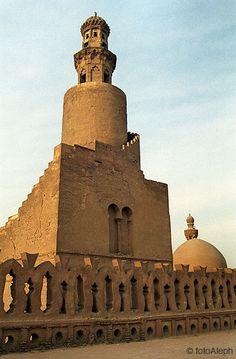El Cairo  (Egipto).  Mezquita de Ibn Tulun. Minarete