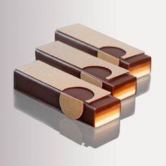 Triplacsoki alul egy piskóta, rá háromféle ganache krém, és ilyenre kell kihozni lsd egyenletes réteg, csokilapka.. by Melissa Coppel