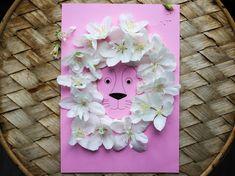 Modèle de lion à imprimer et décorer avec des fleurs, du tissu, de la laine... Pour un cadeau de fête des mères on peut réaliser un tableau (faire sécher les fleurs au préalable pour qu'elles soient plates et plus faciles à coller). D'autres modèles sur le blog Crafts For Kids, Lion, Board, Flowers, Crafts For Children, Leo, Kids Arts And Crafts, Lions, Kid Crafts