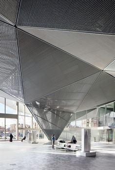 High Speed Train Station in Logroño - Logroño, Испания - 2011 - Ábalos+Sentkiewicz arquitectos Gothic Architecture, Contemporary Architecture, Architecture Details, Interior Architecture, Photo D'architecture, Sustainable Design, Ceiling Design, Train Station, Urban Design