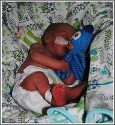intkvis haken voor te vroeg geboren kindjes - crochet for premature babies - Små bläckfiskar (babydjungeln/virka-blackfisk)   #crochet #charity #goedoelen