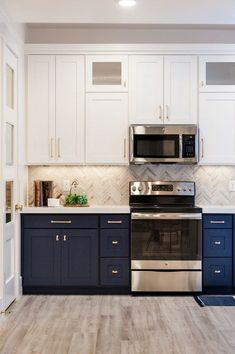 Best Two Tone Kitchen Cabinets Concept to Your Inspire Design New Kitchen, Kitchen Cabinet Design, Kitchen Renovation, Kitchen Remodel, Small Kitchen, Modern Kitchen, Kitchen Design, New Kitchen Cabinets, Two Tone Kitchen Cabinets