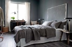 Top Grey Bedroom Interior Designs For More Enchanting 21 Dark Gray Bedroom, Grey Room, Dark Bedrooms, Swedish Interior Design, Scandinavian Interior, Scandinavian Apartment, Gray Interior, Nordic Design, Interior Styling