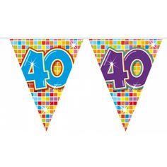 Mini vlaggenlijn 40 jaar. Kleine slinger in feestelijke kleuren met het getal 40. De slinger is ongeveer 3 meter lang.