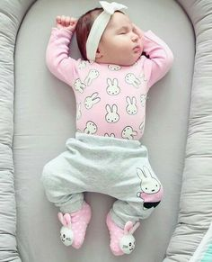 I wonder if you want baby tips? You can know more only in our full post :) Baby Kind, Cute Baby Girl, Baby Girl Newborn, Cute Babies, Baby Girl Fashion, Kids Fashion, Fashion Tips, 2000s Fashion, Color Fashion