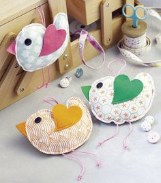 Decorative birds Sewing instructions with sewing pattern – sewing instructions at Makerist - FABRIC CRAFTS Homemade Stuffed Animals, Sewing Stuffed Animals, Diy Gifts For Kids, Crafts For Kids, Sewing Projects For Kids, Craft Projects, Sewing Toys, Sewing Crafts, Diy Pinterest