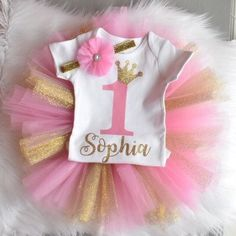 Tutu de cumpleaños primer set 1st Birthday Photos, Baby Girl First Birthday, 1st Birthday Outfits, Birthday Tutu, Birthday Dresses, Princess Tea Party, Baby Shower Princess, Princess Birthday, Minnie Mouse Birthday Decorations