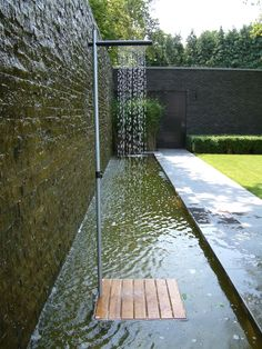 Cascade is an elegant free standing outdoor shower design that looks simple and amazing at the same time, offering practical and beautiful ideas for modern backyard designs. The minimalist shower desi Outdoor Baths, Outdoor Bathrooms, Outdoor Showers, Outdoor Pool, Modern Backyard Design, Garden Design, Backyard Designs, Modern Design, Outdoor Spaces