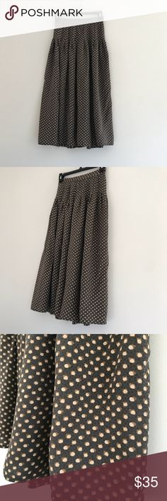 Vintage Acorn Silk Harvé Bernanrd High-waist Skirt Vintage Acorn Silk Harvé Bernanrd High-waist Skirt Size 4. Excellent condition, no stains rips or tears. Bernard Holtzman Skirts
