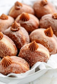 Delicious homemade donuts tossed in a churro topping and filled with dulce de leche. Serve them with milk or hot chocolate. Delicious homemade donuts tossed in a churro topping and filled with d Donut Recipes, Baking Recipes, Dessert Recipes, Chocolate Caliente, Hot Chocolate, Churro Donuts, Doughnuts, Making Donuts, Panna Cotta