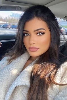 Bożena.🐧 (@Stellmacher20) / Twitter Most Beautiful Faces, Beautiful Lips, Beautiful Women Pictures, Gorgeous Women, Brunette Beauty, Hair Beauty, Estilo Khloe Kardashian, Pretty Eyes, Woman Face