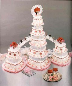 This heart-shaped wedding cake topper radiates elegance. Description from pinterest.com. I searched for this on bing.com/images