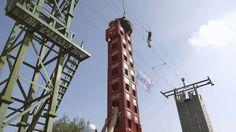 De toren van kratten wordt steeds hoger, bij Landgoed de Biestheuvel