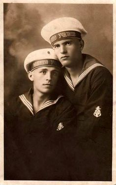 Vintage photographs of gay and lesbian couples and their stories. Lgbt Couples, Couples In Love, Vintage Couples, Vintage Men, Vintage Black, Vintage Photographs, Vintage Photos, Photos Originales, Vintage Sailor