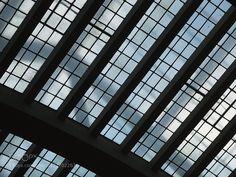 Dach der Markthalle Stuttgart Strukturen - Pinned by Mak Khalaf Ein Teil des Glasdaches der Markthalle Stuttgart. Abstract AbstractArchitectureDachDeutschlandGermanyGlasHalleStuttgartarchitecturalarchitecturearchitekturbeautifulbuildingcityeuropegermanylightoldskytourismtravelurbanMarkhallte by Zombiemummy