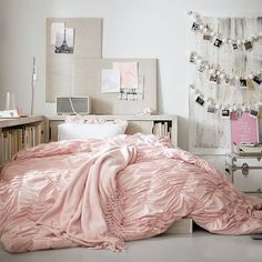 Shop vintage pink bedroom from Pottery Barn Teen. Our teen furniture, decor and accessories collections feature fun and stylish vintage pink bedroom. Create a unique and cool teen or dorm room. Cozy Bedroom, Home Decor Bedroom, Bedroom Ideas, Bedroom Bed, Master Bedroom, Ideas Hogar, Stylish Beds, Teen Girl Bedrooms, Teen Bedroom