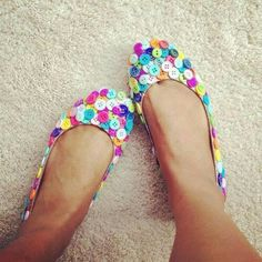 DIY Colorful Button Ballet Flats - So Cute, and Super Easy! Would love to do this for a clutch or wallet.