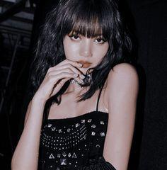 ✰𝐏𝐑𝐎𝐌𝐈𝐒𝐄★ — — lisa icons 🍒 ⤷ don't repost \ não. Kim Jennie, Blackpink Jisoo, Thailand Princess, Mode Kpop, Lisa Blackpink Wallpaper, Lisa Bp, Blackpink Photos, Blackpink Fashion, Look At You