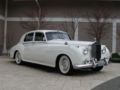 Rolls Royce Silver Cloud. Perfect car to roll up in for Prom.