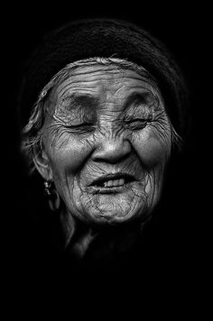 Beautiful portrait of a long life, taken in China by André Alessio. Part of his 'Série Noire: B&W Portraits From My Travels Around The World'. We Are The World, People Around The World, Travel Around The World, Around The Worlds, Black And White Portraits, Black And White Photography, People Photography, Portrait Photography, Old Faces