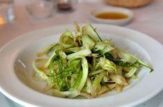 Puntarelle alla romana in agretto con le acciughe - Ricetta tradizionale del Lazio e della Campania, l'insalata di puntarelle è un contorno classico della stagione invernale