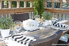 Classic Black and White Tablescape Ideas