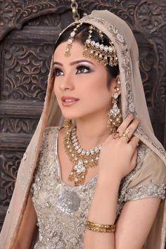 World of Fashion Lovers: Alyzeh Gabol Pakistani Fashion Model