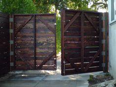 driveway fence   Blog.WoodFenceExpert.com: Awesome Wood Driveway Gates