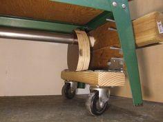 Lathe retractable wheels