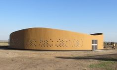 waterbank dormitory in Kenya |  A new school in Kenya's central highlands harvests rain for pupils, teachers and their families, but can the project be repeated in other arid regions?