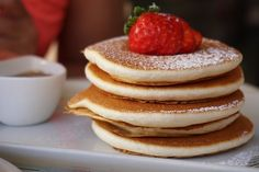 Once you try Irish pancakes you'll never look at American pancakes in the same light again. Here's how to make Irish pancakes. Dessert Simple, Drop Scones, Deli Sandwiches, How To Make Pancakes, Biscuits And Gravy, No Cook Meals, Easy Desserts, Low Carb Recipes, Snacks