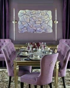 Gather everyone you love around your table in the dining room and make them feel like they are in the most beautiful place ever! Home Decor ideas has the best tips for you to create a luxurious and modern dining room. Elegant Dining Room, Luxury Dining Room, Dining Room Design, Dining Rooms, Decoration, House Colors, Living Room Decor, Diy Home Decor, House Design