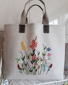 Diy Tote Bag Reusable Tote Bags Bolsas Jeans Fabric Bags Embroidery Bags Hand Embroidery Designs Silk Ribbon Embroidery Embroidery Stitches Learning To Embroider Hand Embroidery Stitches, Silk Ribbon Embroidery, Hand Embroidery Designs, Embroidery Patterns, Diy Embroidery Bags, Diy Vintage, Vintage Linen, Diy Tote Bag, Art Bag