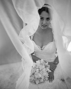 """""""Que a nossa música eu fiz agora  Lá fora a lua irradia a glória  E eu te chamo, eu te peço: Vem!  Diga que você me quer  Porque eu te quero também!""""    #miniwedding #festadeadulto #chocolateaoleite #brigadeiros #docesfinos #gourmet #chocolatebelga #confeitariaartesanal #riodejaneiro #brasil #errejota #amor #felicidade #sonho #repost #love #weddingdestination #weddingphotography #weddingphotographer #destinationwedding #fineart #fineartphotographer #fineartweddingphotography #mastinlabs…"""