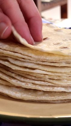 Mexican Dishes, Mexican Food Recipes, Dessert Recipes, Tortilla Bread, Soft Tortilla Recipe, Recipes With Vegetable Broth, Homemade Flour Tortillas, Cooking Recipes, Healthy Recipes