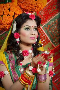 chinchinchu:    bangladeshibride:    Bangladeshi bridal shower    GORGEOUS!! LOVE THE COLORS