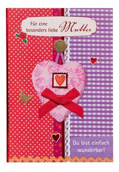 """Als passende Grußkarte zum Ballongruß ist diese Karte besonders toll geeignet. Diese Karte hat ein schönes Muster, verziert mit einem Rosenherz und einer roten Schleife sowie zusätzlichen süßen Herzen, Schmetterling und Rose. Weiterhin steht auf der Karte der Spruch """"Für eine besonders liebe Mutter"""" sowie """"Du bist einfach wunderbar""""."""
