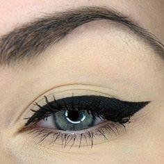 Eyeliner flick