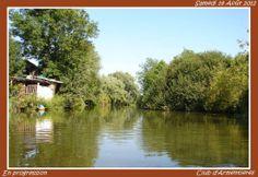 Crabe Canoë: En progression sur le cours d'eau de la Lys près de la Vile d'Armentières.