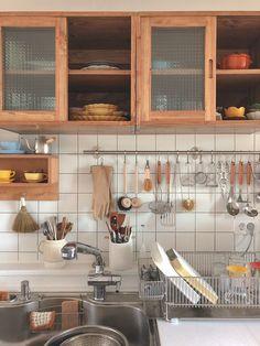 Cosy Kitchen, Green Kitchen, Home Decor Kitchen, Kitchen Interior, Japanese Interior Design, Home Interior Design, Minimal Kitchen, Minimalist Room, Apartment Kitchen