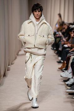 Ami Fall 2019 Menswear Fashion Show - Daily Fashion Male Fashion Trends, Mens Fashion, Men Winter Fashion, Fashion Beauty, Sporty Fashion, Ski Fashion, Fashion Menswear, Fashion Hair, Fashion Styles