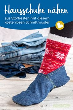 Hausschuhe nähen aus Stoffresten - mit Schnittmuster Sewing Tutorials, Sewing Patterns, Small Sewing Projects, Old Jeans, Textiles, Refashion, Diy Clothes, Sustainable Fashion, Upcycle