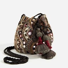 Beaded Bucket Bag by Zara Beaded Purses, Beaded Bags, Trendy Accessories, Fashion Accessories, Zara Mode, Potli Bags, Ethnic Bag, Estilo Hippie, Zara Bags